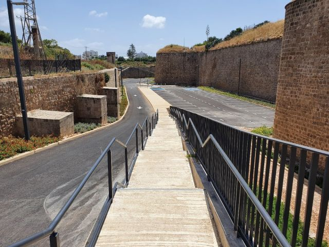 החומה ביציאה מהחפיר הצפוני
