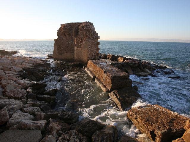 שרידי שובר הגלים ההלניסטי רומי
