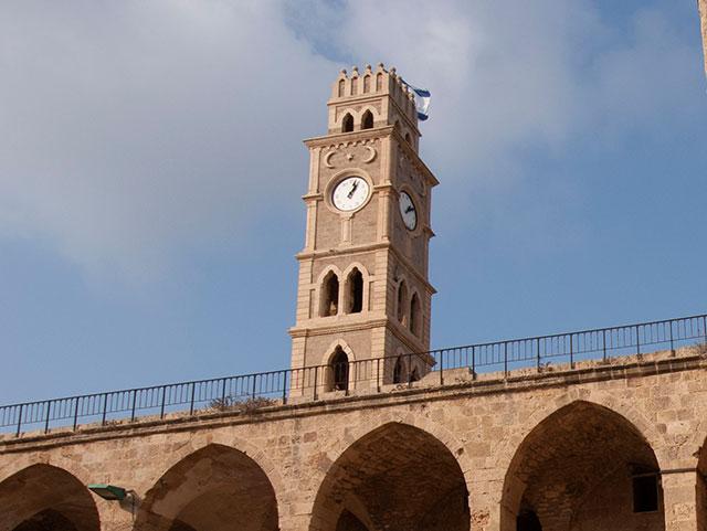 חאן אל עומדאן, מגדל השעון